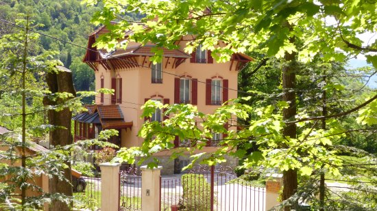 Villa Les Cedres Bed and Breakfast