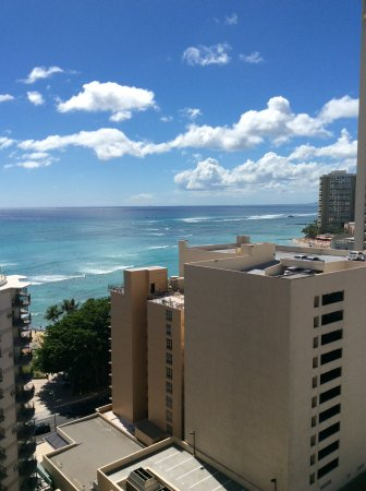 Waikiki Resort Hotel: Room 1813 - great view with value price
