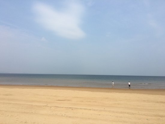 Yantai, Cina: Clean, quiet beach. Never crowded in the daytime.