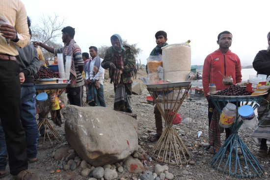 Мегхалая, Индия: The National Border Rock and Bangladeshi Vendors