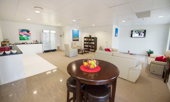 Gladstone, Australia: Corporate lounge serves free breakfast daily