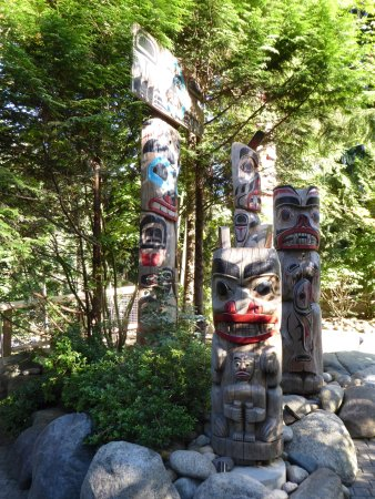 North Vancouver, Canada: Nice Totem Collection