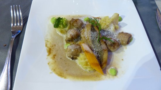 Le Presidial: John Dory flounder with chicken oysters
