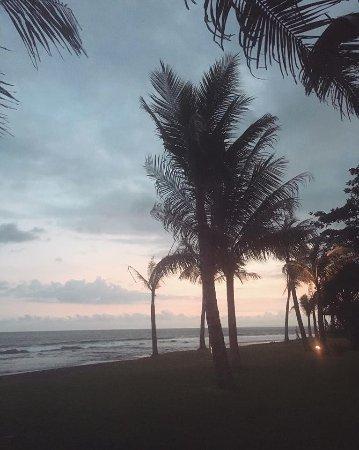 Keramas, Endonezya: Sunset View from Beach Club Restaurant