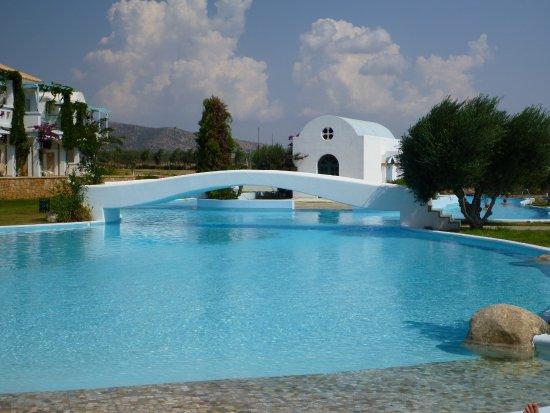 Лахания, Греция: Chapel surround by pool