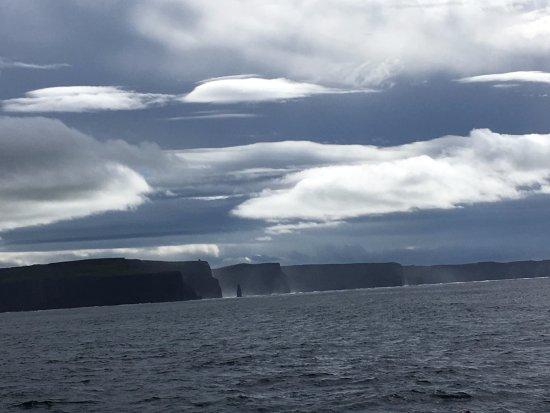 Doolin, Irlanda: en la distancia desde el barco