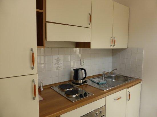 Hotel Suite Home Prague: Pequeña cocina