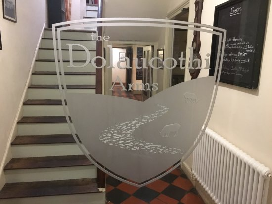 Llanwrda, UK: The Dolaucothi Arms - the entrance sign on the glass door into the hotel and restaurant