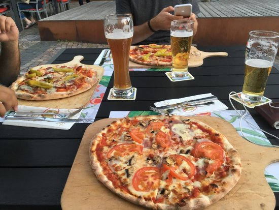 Sindelfingen, Tyskland: Good food friends and beer