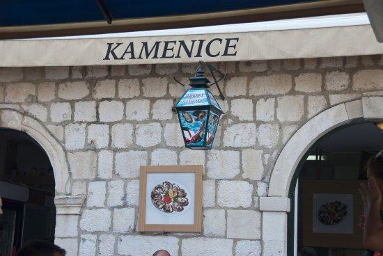 Kamenice: Fachada del restaurante.