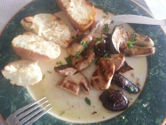 Santa Maria di Licodia, Italien: Antipasto di funghi porcini