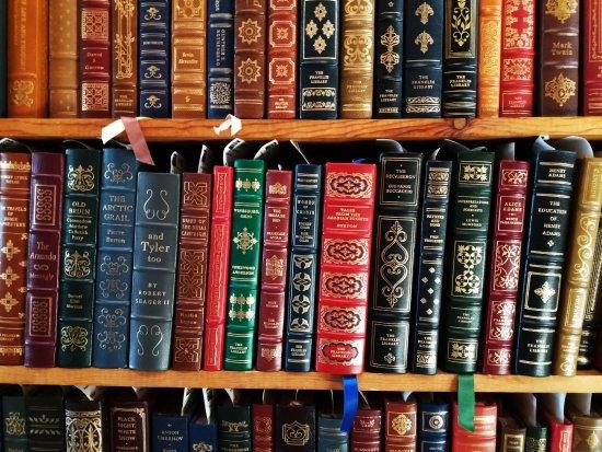Harrisburg, PA: полки с книгами