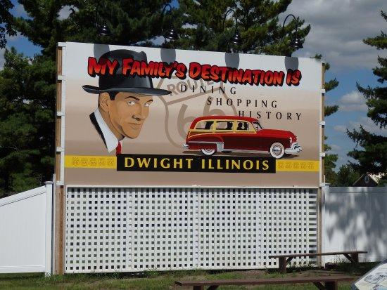 Dwight, IL : Large retor billboard which helps set the scene for the gas station