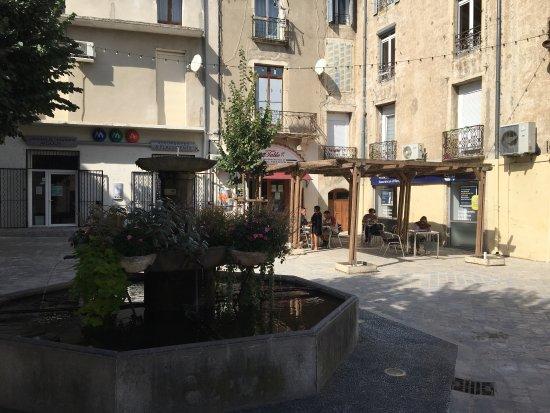 Le Vigan, France : Vue du restaurant et de sa terrasse
