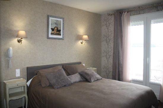 Peyrat-le-Chateau, France: une chambre de l'hôtel