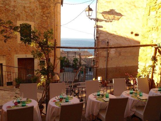 Banyalbufar, Hiszpania: Terrasse mit Restaurant