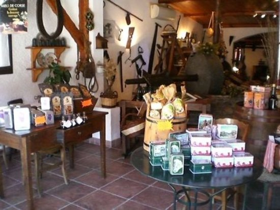 Sari-Solenzara, France: intérieur de la boutique
