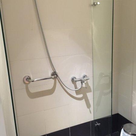 Acropolis Hill Hotel: douche à l'italienne