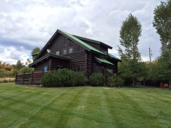 The Lodge and Spa at Three Forks Ranch: Cabin Exterior