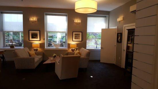 Ledges Hotel: Lounge room