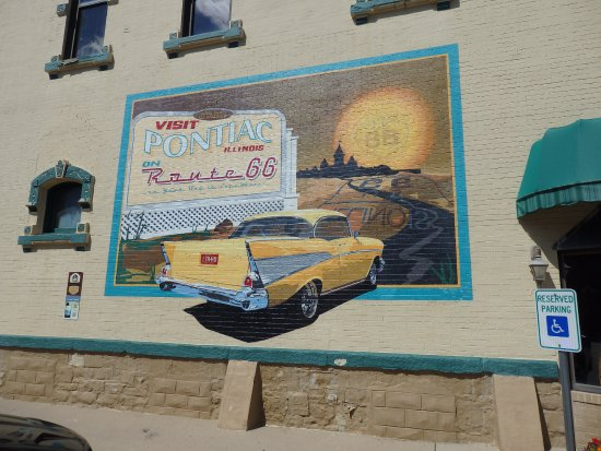 Pontiac, IL: Great car mural