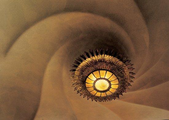 Casa Lampe barcelona - lampe du toit du salon principal casa battló -photo par