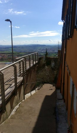 Camerano, Italia: una stradina in salita