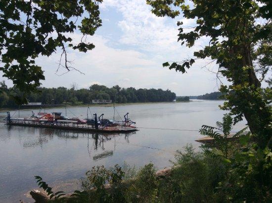 Лизбург, Вирджиния: Плывет паром, поет река о чем-то рядом...