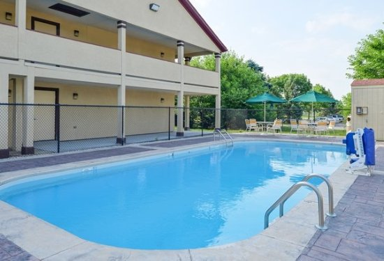 Red roof inn greenwood in updated 2017 hotel reviews price comparison tripadvisor for Hilton garden inn greenwood indiana