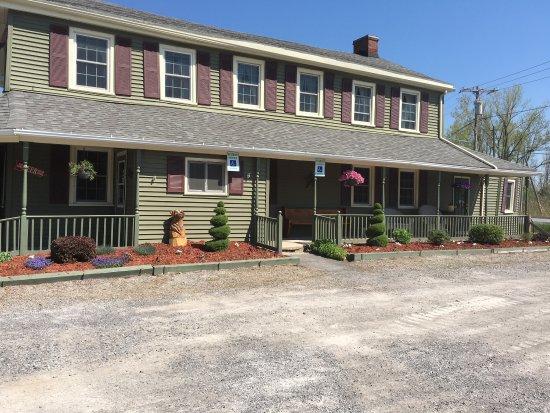 Batavia, estado de Nueva York: Historical Stagecoach Stop & Tavern. Established 1790... Pictures of before & Now