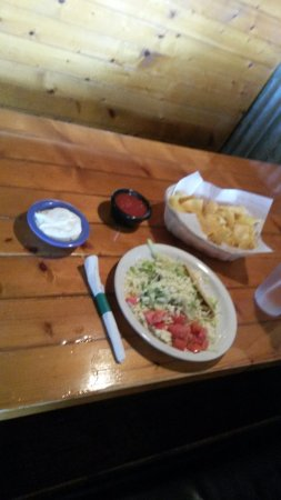 Brandon, FL: Lunch: 2 taccos smothered in lettuce and Mexican Cheese, ripe tomato, sour cream, chips and sals