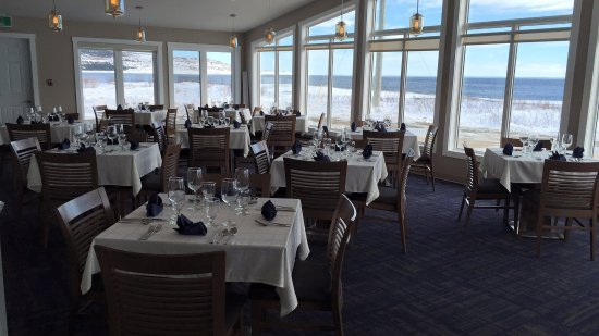 Forteau, Kanada: The Florian - Dining Room with a view!