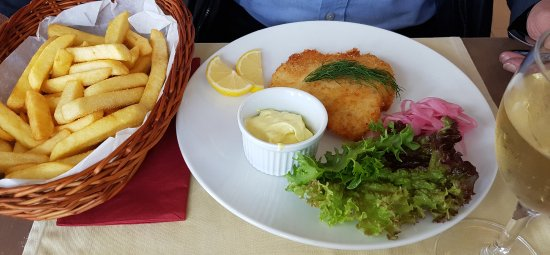 Stromstad, Suécia: Fish and Chips with excellent red onion preserves