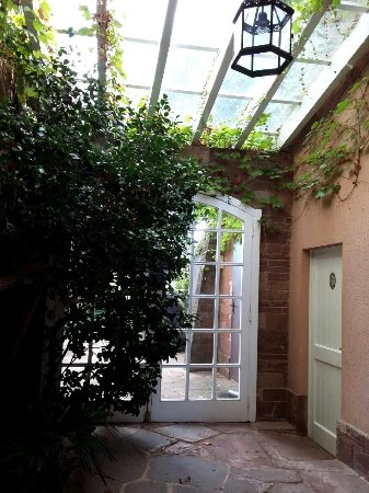 Viladrau, Spanien: salida al jardín posterior
