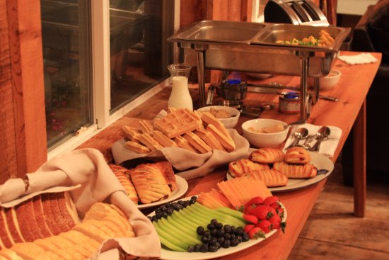 Port Coquitlam, Kanada: Hot/cold breakfast buffet every morning