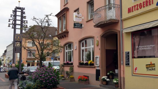 Bitburg, Germany: De gevel