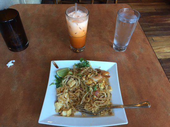 Point Richmond, CA: Pad Thai and tea