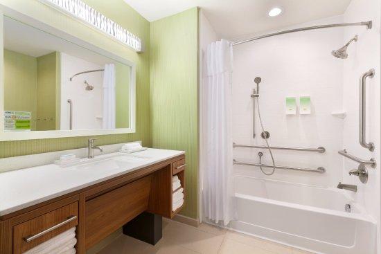 Edmond, OK: Accessible Bathroom