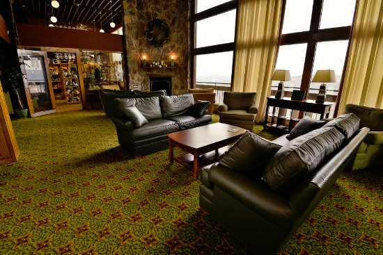 Pipestem Resort State Park: Lobby