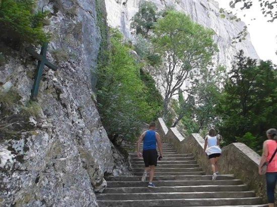 Plan-d'Aups-Sainte-Baume, Fransa: Les escaliers