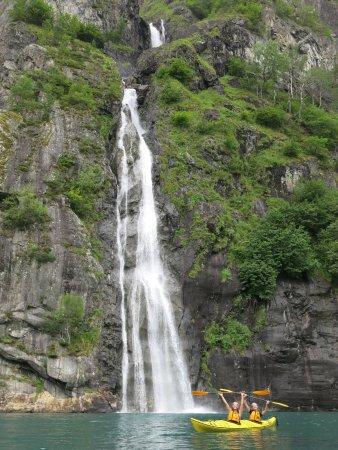 Valldal, Noorwegen: Paddling by waterfall on Tafjord