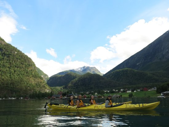 Valldal, Norveç: Happy Ending to Paddle with Village in background (beginning of Tafjord)