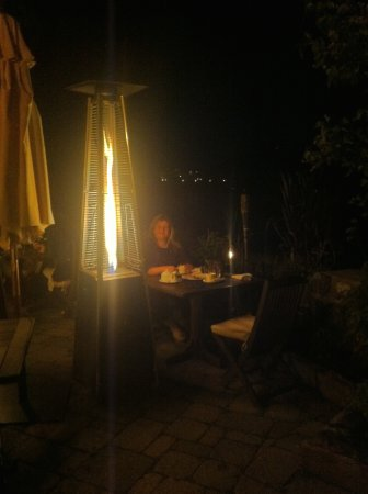 Hotel Quintessence: Dinner by the lake. Heaters provided warmth and light.