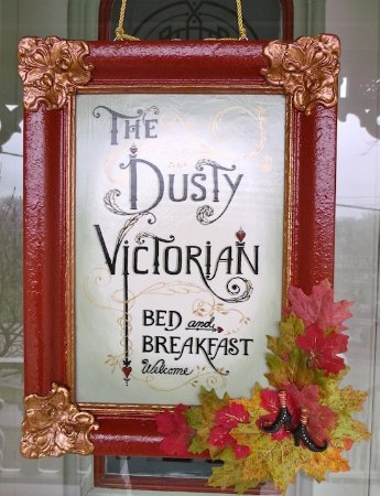 St. Marys, Καναδάς: The Dusty Victorian's Door Sign