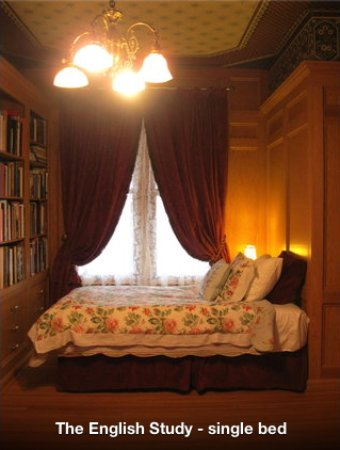 St. Marys, Καναδάς: The English Study - Single Bedroom. $85.00/Night, 2 nights minimum year round.