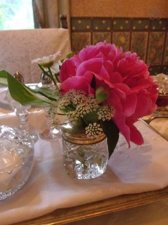 St. Marys, Καναδάς: When in season, garden fresh flowers will grace the breakfast table.