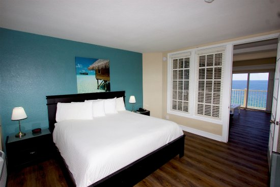 Sun Tower Hotel & Suites on the beach: Oceanfront Suite King Bedroom