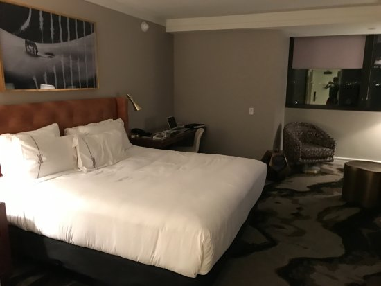 The Highland Dallas: full bed view