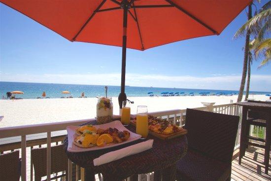 Sun Tower Hotel & Suites on the beach: Sandbar Grille
