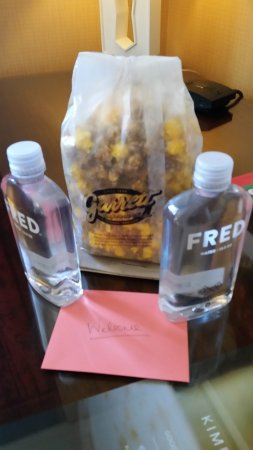 Kimpton Hotel Monaco Chicago: Gift from the front desk...Thanks Mr. Pianno!